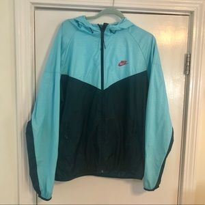 EUC blue Men's Nike windbreaker with hood.  XL